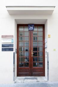 Titel: 111 Türe Wickenburggasse 49 x 74 cm  Preis: Euro 150,-