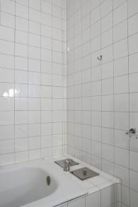 Titel: 137 Badezimmer privat 49 x 74 cm  Preis: Euro 150,-