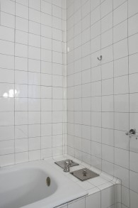 Titel: 137 Badezimmer privat 49 x 74 cm
